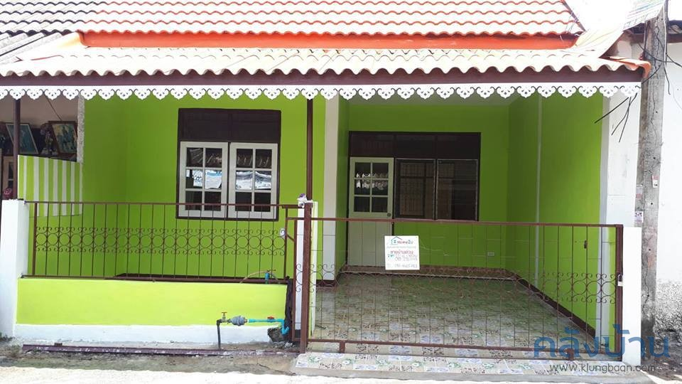 Single storey townhouse in good condition.